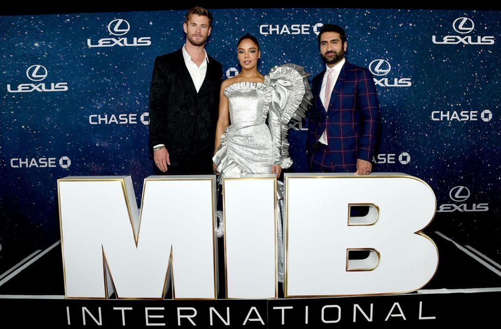 Chris Hemsworth, Tessa Thompson und Kumail Nanjiani bei der Premiere Foto: AFP