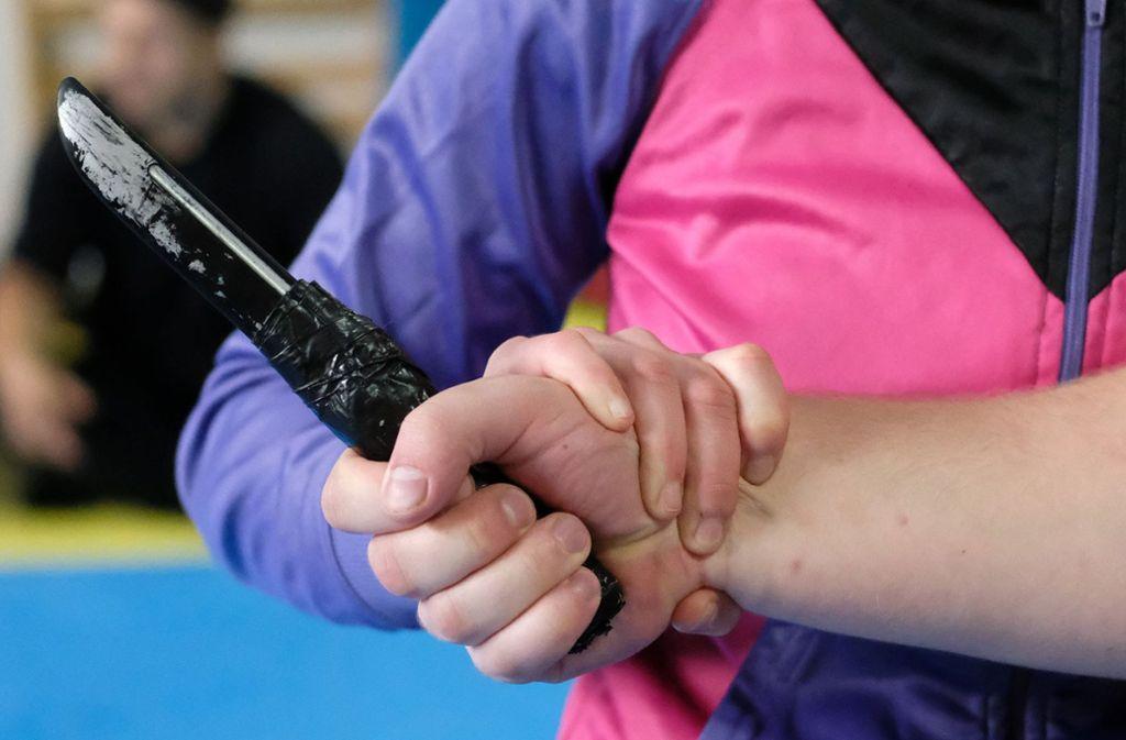 Nur zur Selbstverteidigung? Messer spielen bei Straftaten eine verhängnisvolle Rolle. Foto: dpa/Sebastian Willnow