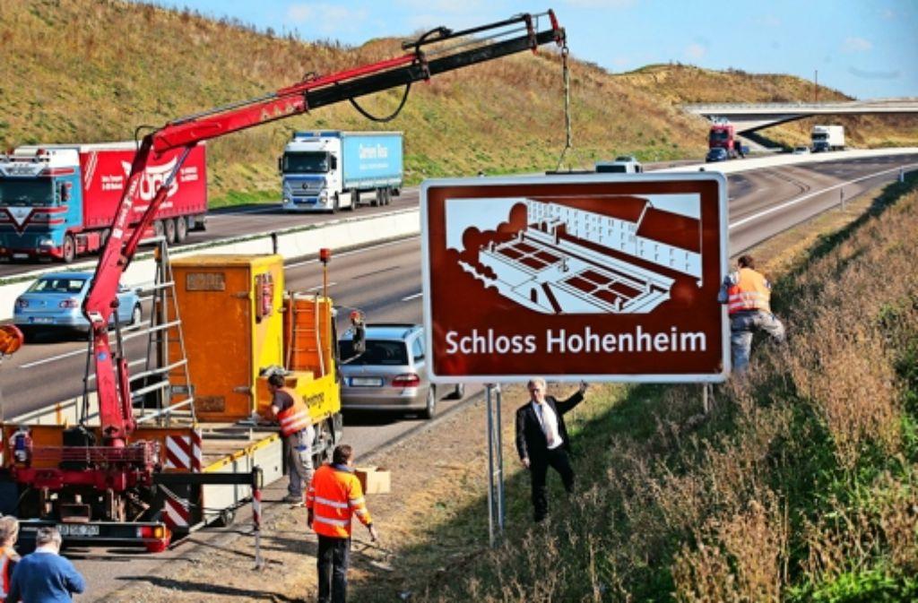 So hätte es aussehen können, das Schloss-Hohenheim-Schild. Foto: FACTUM-WEISE/Montage: Klöpfer