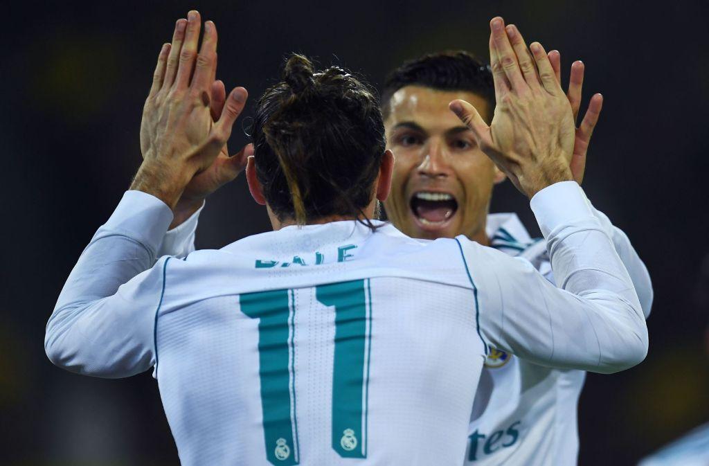 Cristiano Ronaldo (re.) feiert mit Gareth Bale den Sieg der Königlichen in Dortmund. Foto: AFP