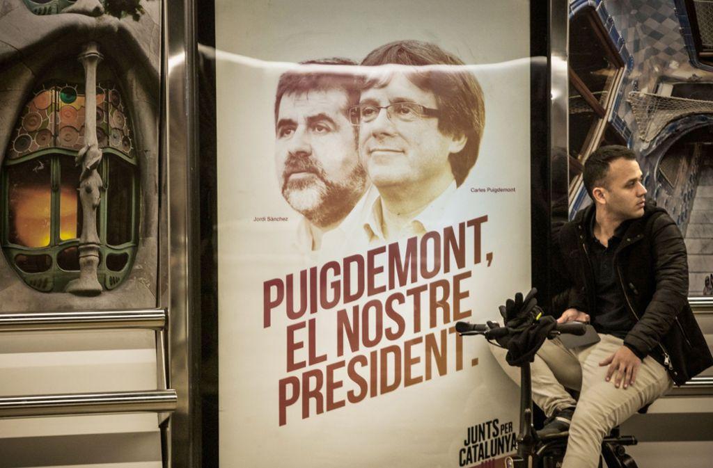 Vor der Wahl 2017: Carles Puigdemont (rechts ) und Jordi Sanchez, zwei führende Köpfe der Separatistenbewegung werben um die Gunst der Wähler. Foto: dpa/Celestino Arce Lavin