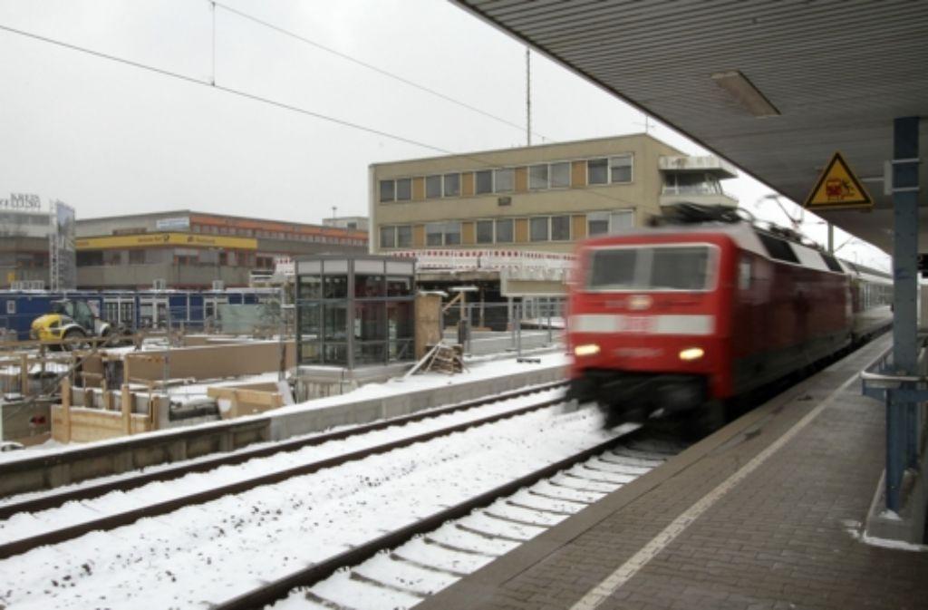 Immerhin sind die Bauarbeiten an den Bahnsteigen abgeschlossen. Foto: factum/Bach
