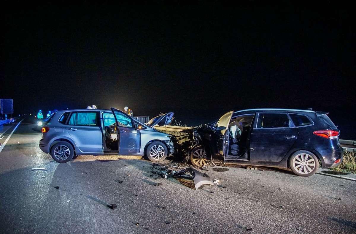 Der Unfall ereignete sich in der Nacht zum Samstag auf der B464 zwischen den Anschlussstellen Grafenau und Magstadt. Foto: SDMG// Dettenmeyer