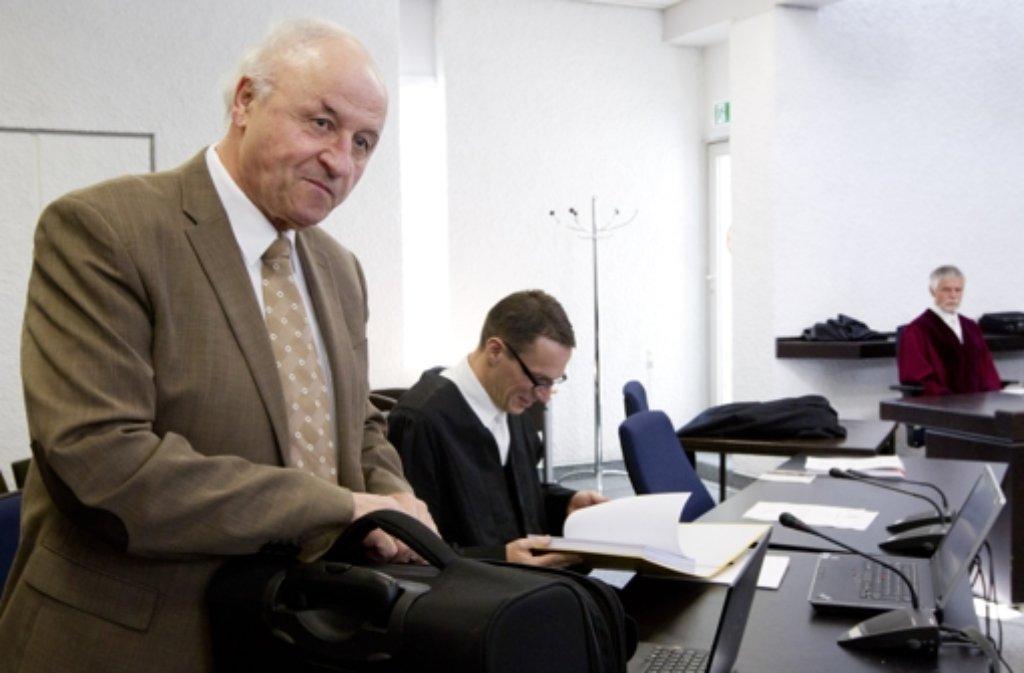 Michael Buback (li.) im Stuttgarter Gerichtssaal Foto: dapd