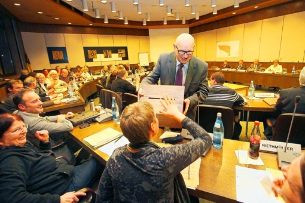Der Gemeinderat Leonberg entscheidet über die Zukunft des Hallenbads. Foto: Weise