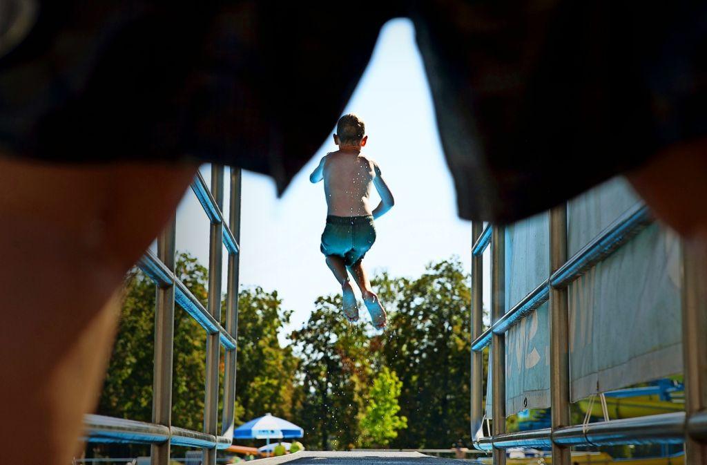 Noch ist offen, ob das Schwimmvergnügen  in allen drei  Bädern weiter geht. Foto: Rudel/Archiv