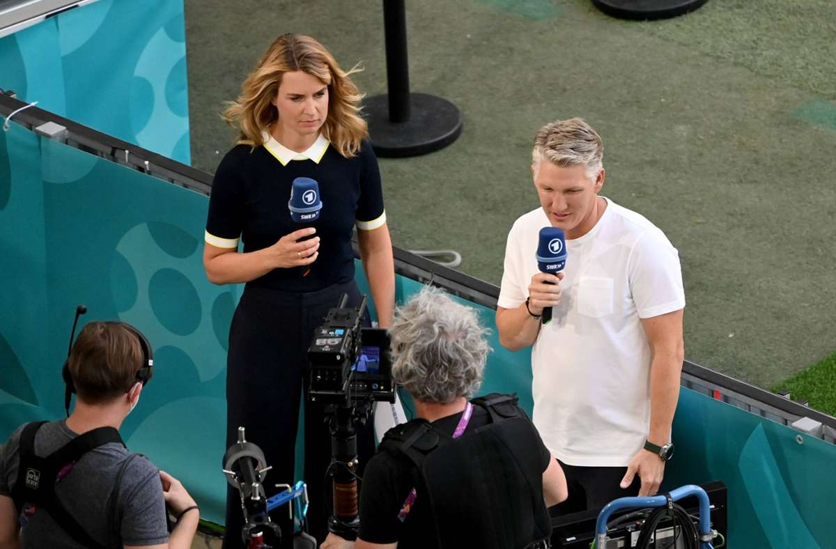 Jessy Wellmer und Bastian Schweinsteiger berichten für die ARD über die EM. Foto: imago images/Team 2/Maik Hölter/TEAM2sportphoto