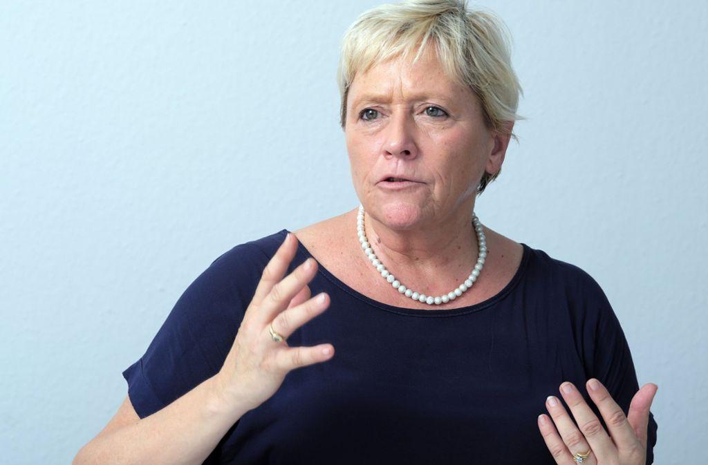 CDU-Politikerin Susanne Eisenmann mach die frühere grün-rote Landesregierung für die Probleme verantwortlich. Foto: dpa