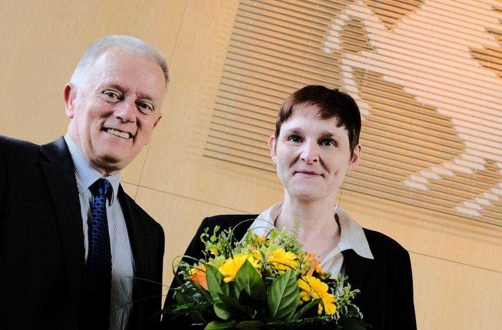 Von OB Fritz Kuhn nach der Wahl beglückwünscht: Die neue Möhringer Bezirksvorsteherin Evelyn Weis. Foto: Lichtgut/Leif Piechowski