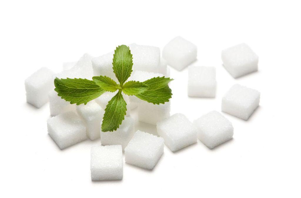 Süßungsmittel aus Stevia-Blättern süßen bis zu 300-mal so stark wie Haushaltszucker. Foto: M&S Fotodesign - Fotolia