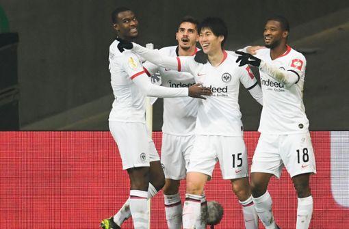Frankfurt im Pokal-Halbfinale –  Werder über Elfmeterpfiff verärgert