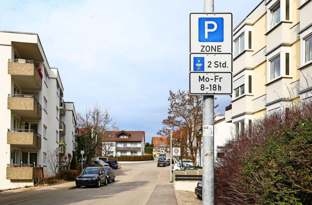 Wer hier ohne Parkausweis oder  länger als zwei Stunden steht, riskiert ein Knöllchen. Foto: factum/Granville