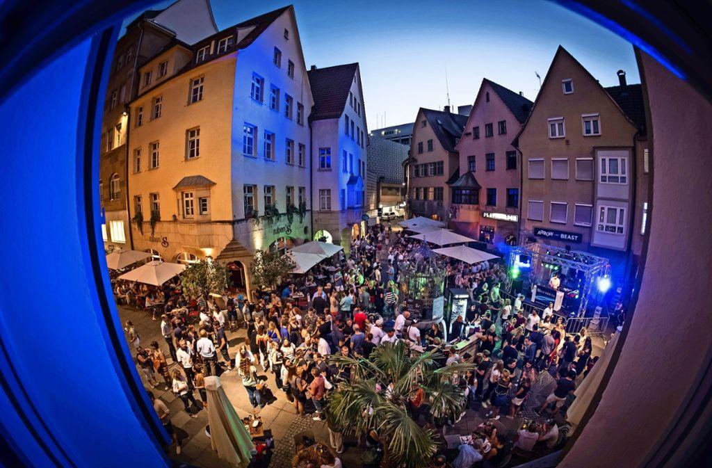Drei Abende wird um den Hans-im-Glück-Brunnen gefeiert. Foto: Lichtgut/Achim Zweygarth