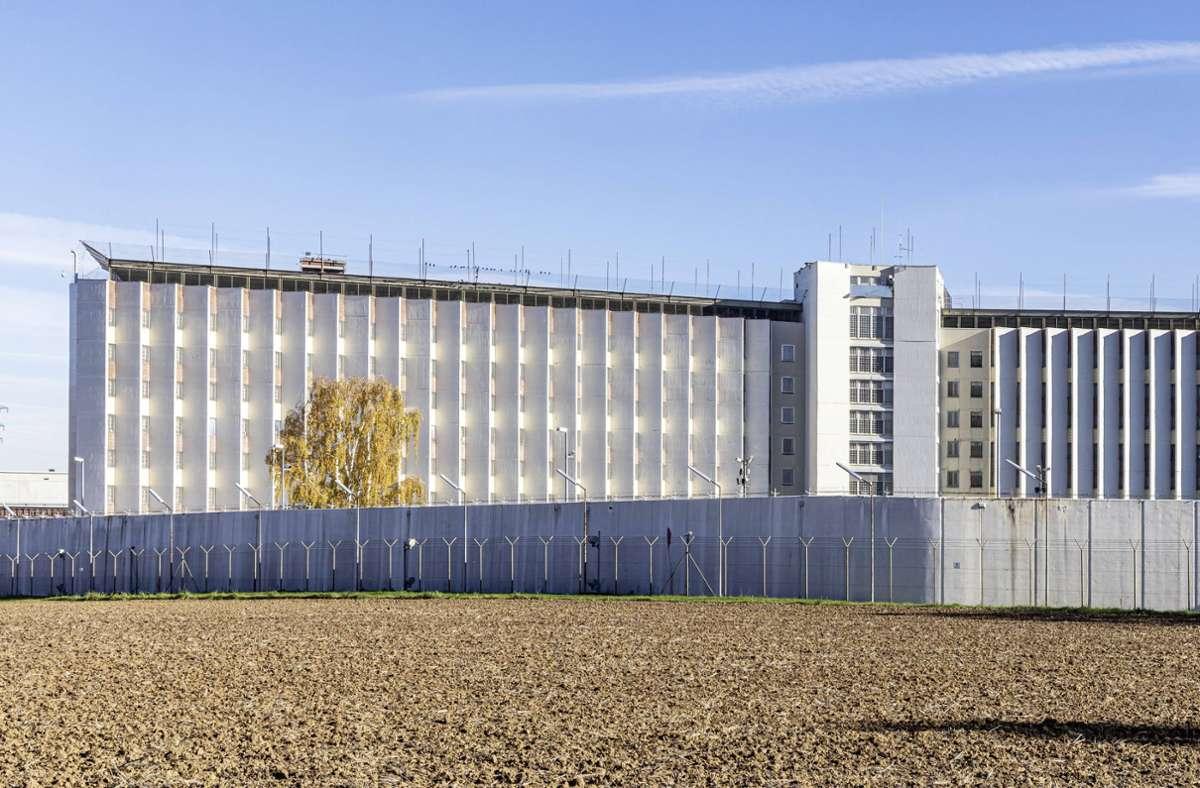 Im Gefängnis in Stuttgart-Stammheim sind mehrere Corona-Fälle aufgetreten. Foto: imago images/Arnulf Hettrich