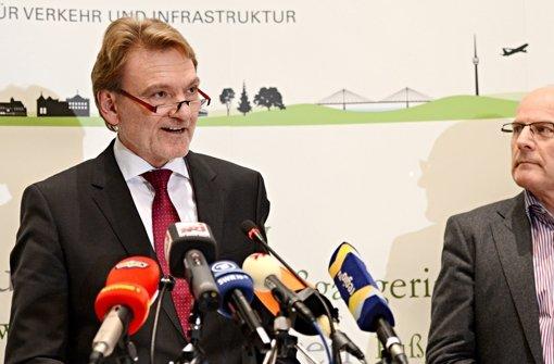 Bahnvorstand Kefer (links) beißt bei Verkehrsminister Hermann auf Granit. Foto: dpa