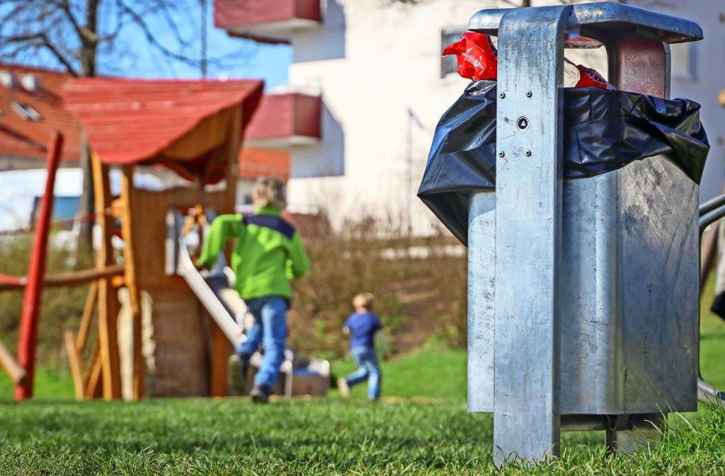 Spielplätze sind keine Hundetoiletten. Wer erwischt wird, muss künftig 130 Euro zahlen. Foto: factum/Granville
