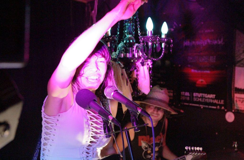 The Ghost Wolves können nicht anders und spielen in Gabys Gruft ein verschwitzt-ekstatisches RocknRoll-Konzert. Weitere Eindrücke aus Stuttgarts heißestem Musikclub zeigt die Fotostrecke. Foto: Jan Georg Plavec