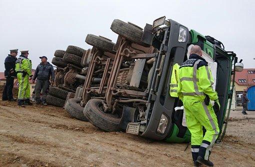 Lkw-Fahrer im Römerkastell schwer verletzt