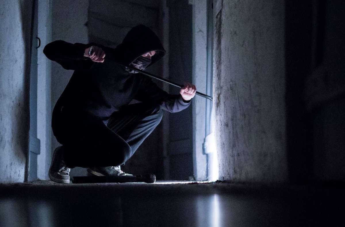 Der Dieb durchwühlte laut Polizei die Räume der Bäckerei. (Symbolbild) Foto: picture alliance / Silas Stein/d/Silas Stein