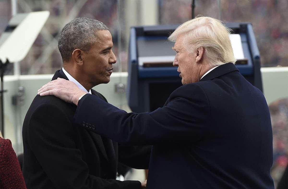 Der 44. und der 45. Präsident der USA unter sich. Barack Obama und Donald Trump begrüßen sich bei der  Amtseinführung Trumps. Foto: dpa/Saul Loeb
