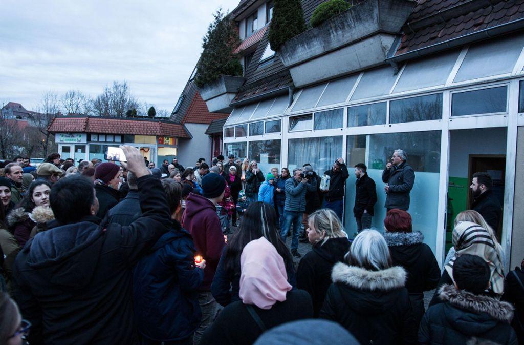 Mahnwache an der Moschee in Lauffen. Foto: 7aktuell.de/Jochen Buddrick
