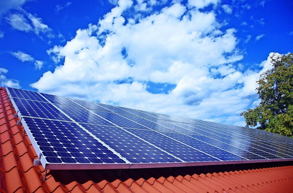 Laut der Stadtverwaltung müssen  Häuslebauer in Ostfildern für die Solarnutzung auf ihren Häusern kaum Einschränkungen befürchten. Foto: dpa/Wolfram Steinberg