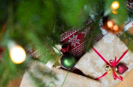 Manchmal ist die Vorfreude größer als nach dem Entpacken der Geschenke, die unterm Baum liegen. Foto: dpa
