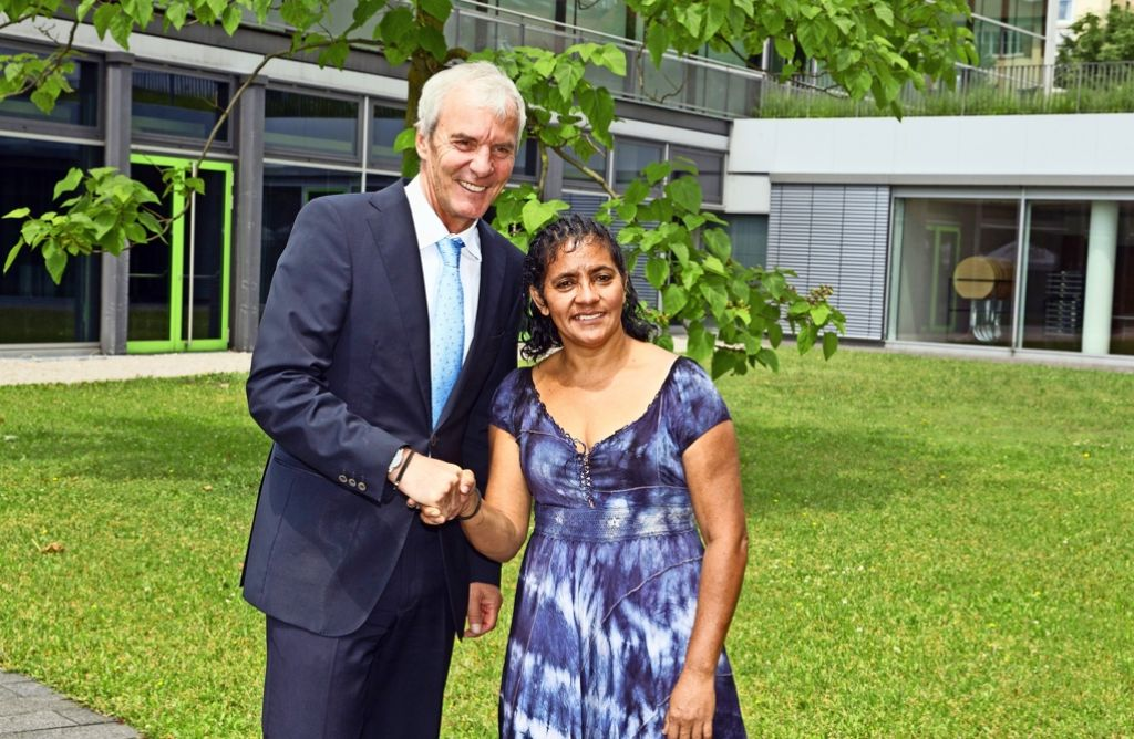 Laísa Santos Sampaio (hier mit dem Oberbürgermeister Jürgen Zieger) kämpft  gegen illegale Waldrodungen. Foto: Hass/Archiv