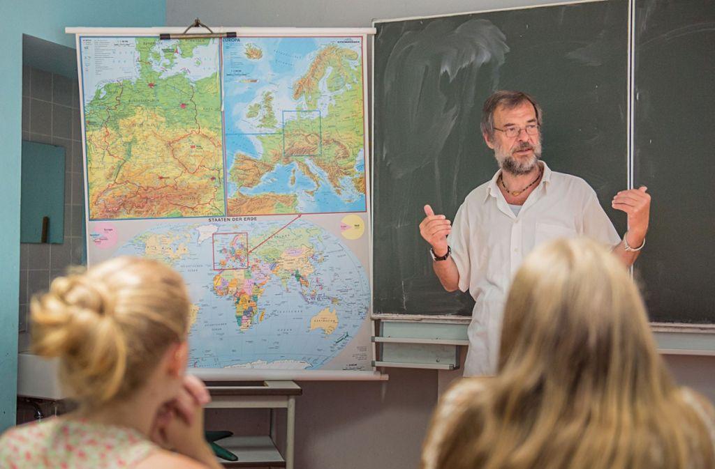 Lehrer sollen im Unterricht Schüler zur Diskussion anregen und ihnen keine Meinung überstülpen. Foto: dpa
