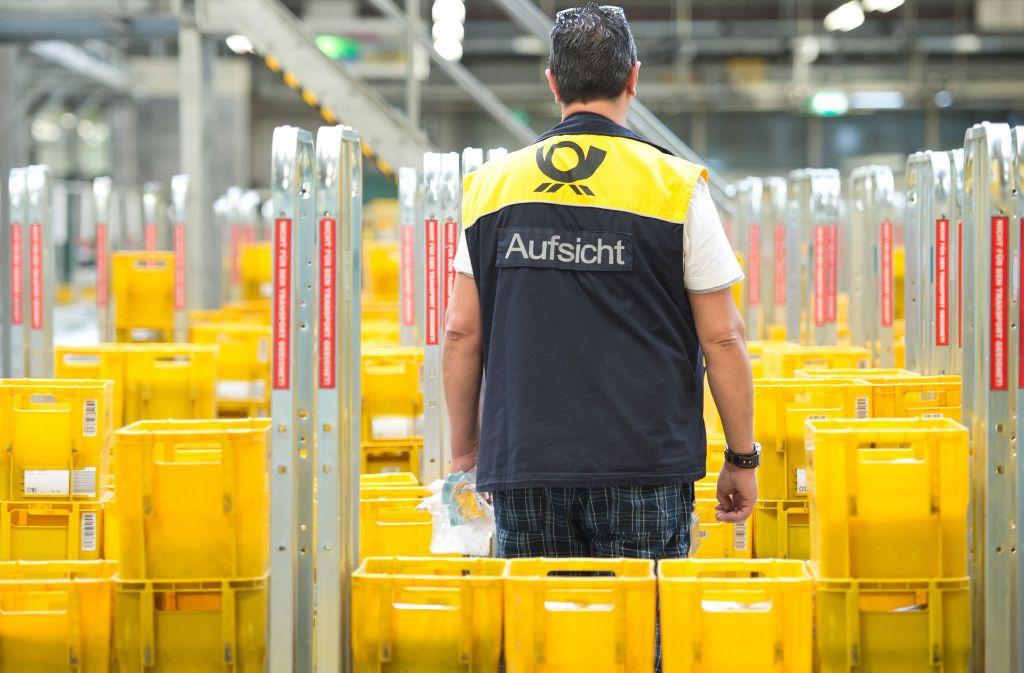 Die Deutsche Post ist offenbar mit Millionen erfundenen Briefen betrogen worden (Archivfoto). Foto: dpa