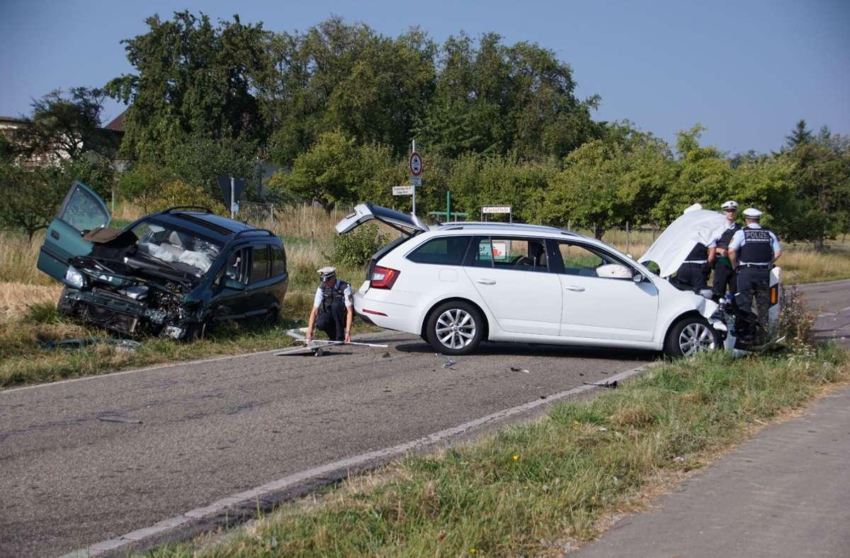 Beide Fahrzeuge mussten abgeschleppt werden. Foto: SDMG// Hemmann