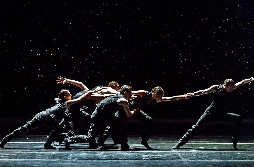 """Im Rahmen des Colours International Dance Festival ist das kanadische Ballet BC mit Sharon Eyals Stück """"Bedrook Folk"""" erstmals in Deutschland zu sehen.  Foto: Sharen Bradford"""