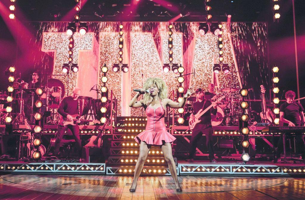 Kristina Love  als Tina Turner in der Hamburger Produktion des Musicals, das  im November 2020 nach Stuttgart kommt. Foto: Manuel Harlan/Stage Entertainment