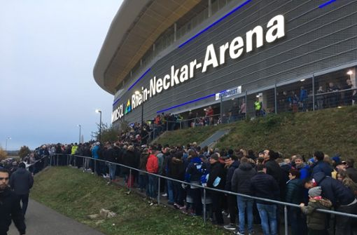 Liveblog: Strenge Kontrollen vor der Arena