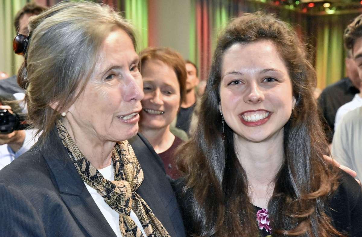 Die Karlsruher Grünen-Gemeinderatsfraktionschefin Zoe Mayer (rechts) freut sich über den Einzug in den Bundestag. Foto: Stefan Jehle