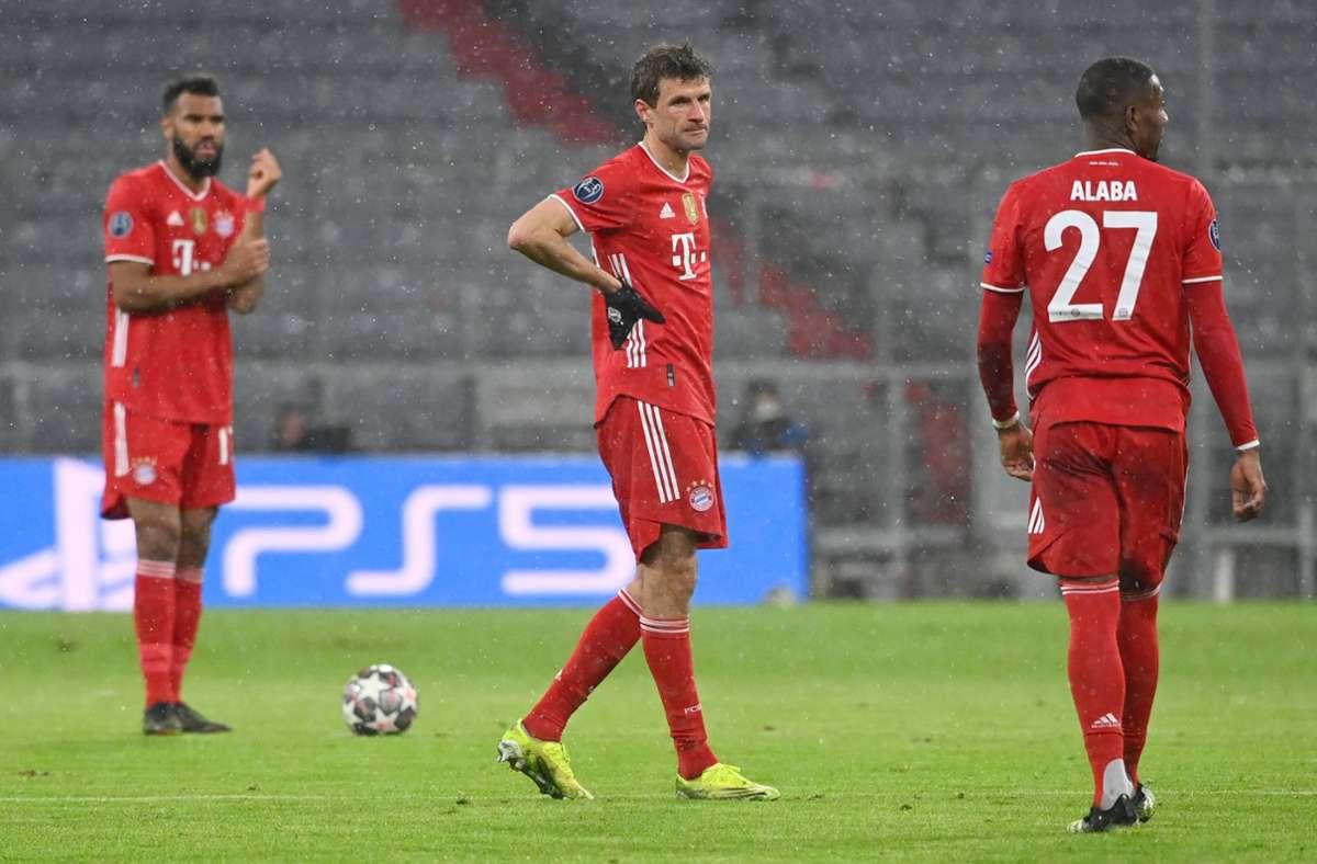 Die ernüchterten Bayern-Profis Eric Maxim Choupo-Moting, Thomas Müller und David Alaba im Spiel gegen PSG – fehlt eigentlich nur noch Rudi Ratlos. Foto: dpa/Sven Hoppe