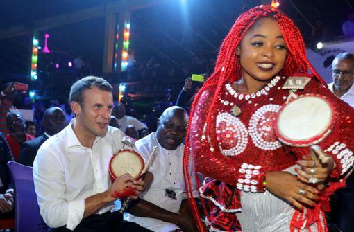 Frankreichs Präsident Macron feiert ausgelassene Party in Nachtclub
