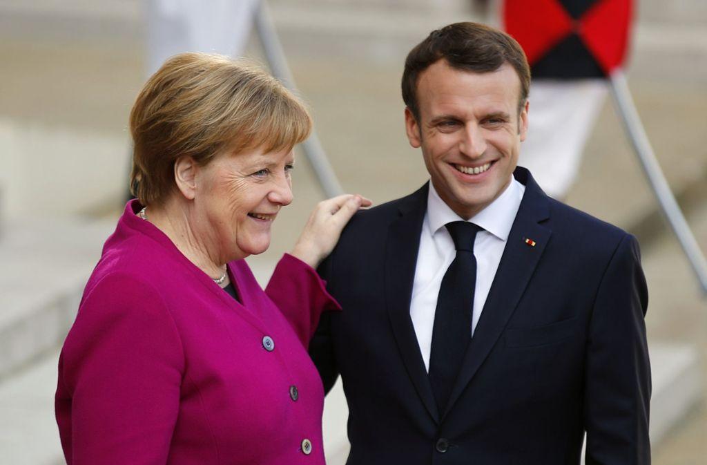 Kanzlerin Angela Merkel und Frankreichs Präsident Emmanuel Macron betonen immer wieder, wie eng ihr Verhältnis sei. Hinter den Kulissen knirscht es gewaltig. Foto: AP