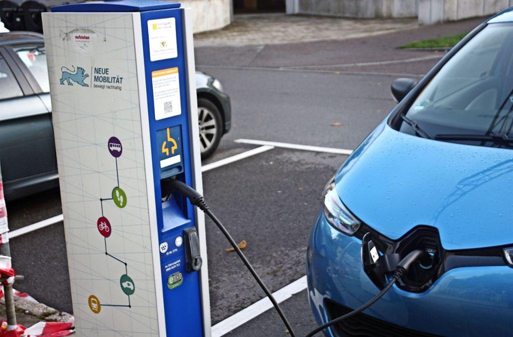 Die Stadt will die Infrastruktur für Elektromobile ausbauen – doch das birgt viele Probleme in sich. Foto: Christoph Kutzer