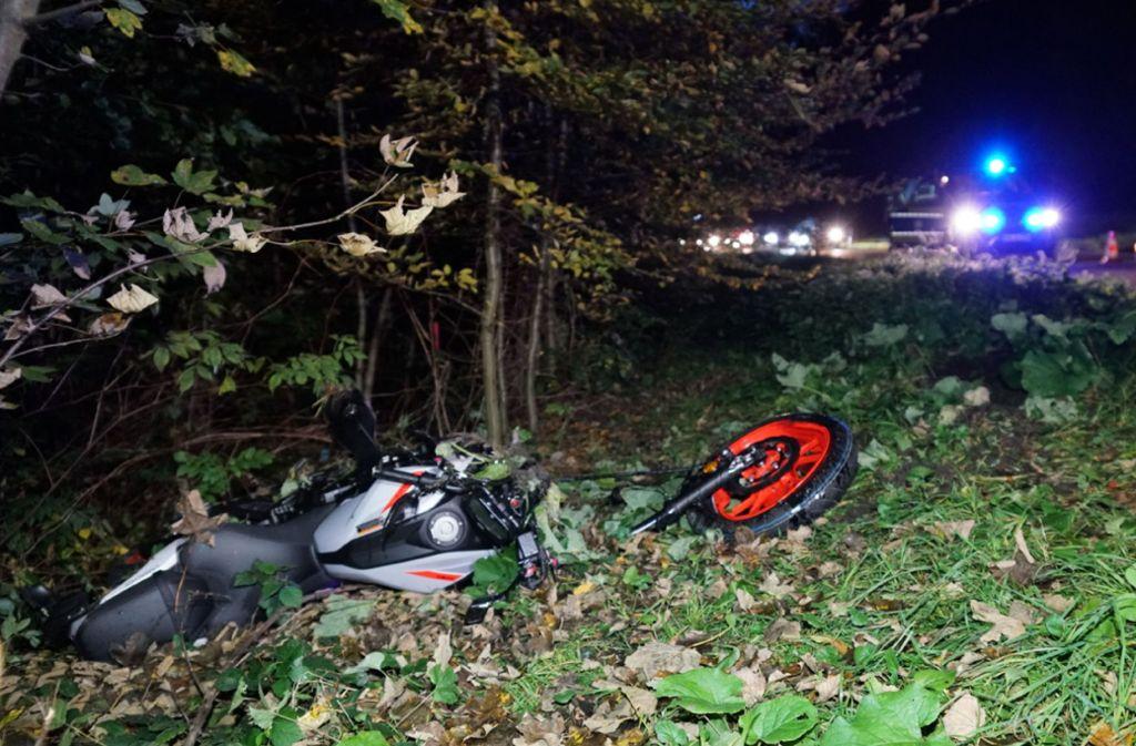 Das Motorrad war nach dem Zusammenstoß nicht mehr fahrtüchtig. Foto: SDMG/ Kohls
