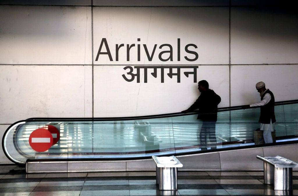 Der Mann nutzte das Flughafen-WLAN, telefonierte mit Familie und Freunden und las Magazine und Zeitungen (Archivbild). Foto: dpa/Money Sharma