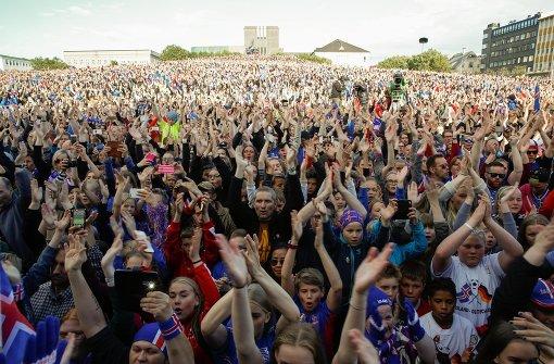 Isländer bereiten Fußballhelden rauschenden Empfang