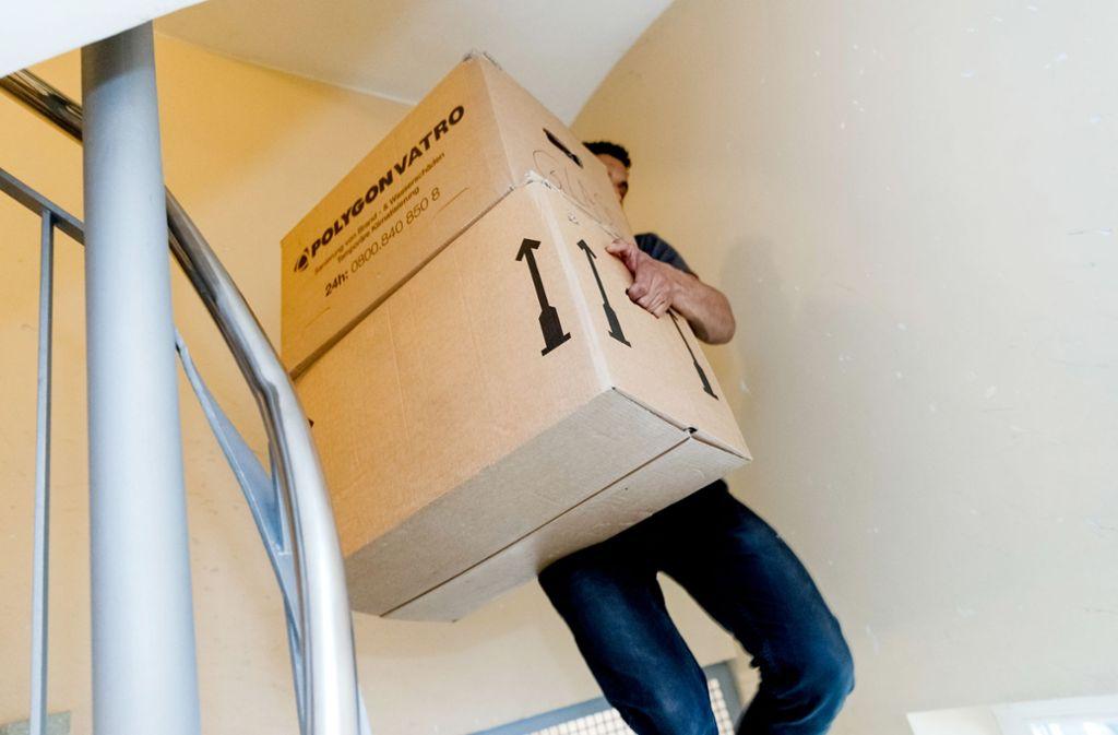 Ist di Wohnung gekündigt oder steht ein Jobwechsel an? In der Corona-Krise ist manches anders. Foto: dpa/Markus Scholz