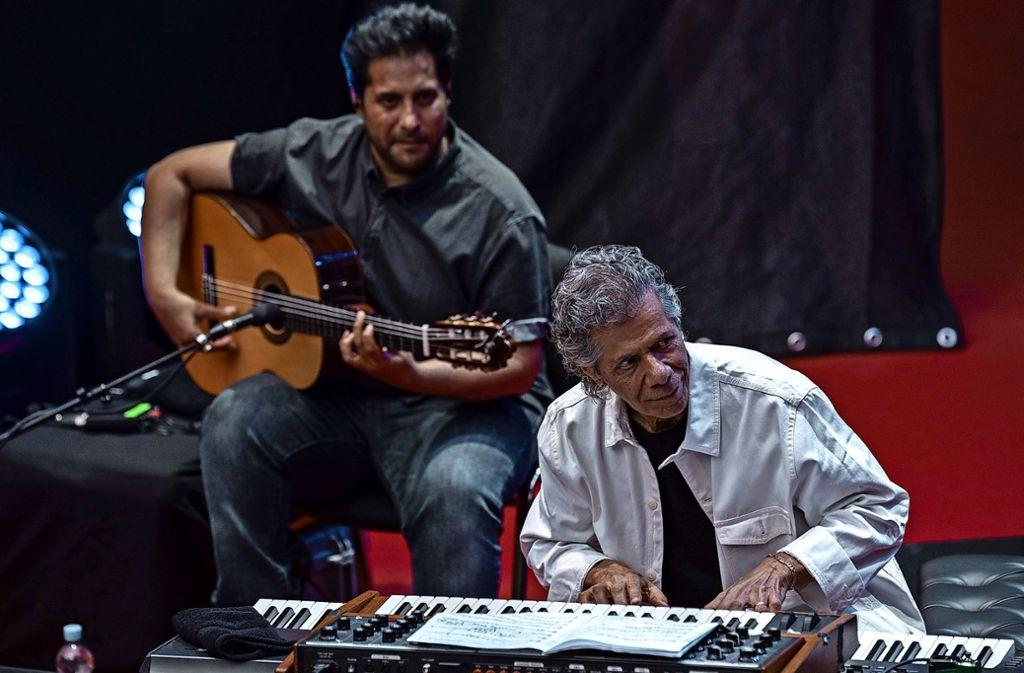 Chick Corea (rechts) und der Flamenco-Gitarrist Niño Josele am Montagabend im Alten Schloss Foto: Opus