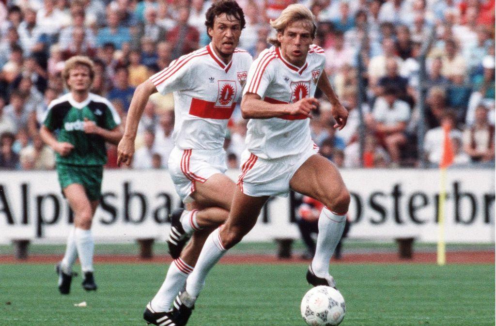 Ein Bild aus dem Jahr 1987: Karl Allgöwer und Jürgen Klinsmann (rechts) Foto: Baumann