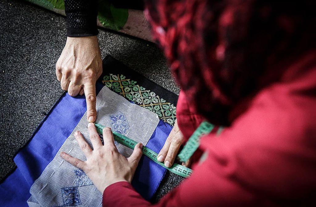Frauen nähen auch im Libanon für Gyalpa. Foto: Gyalpa