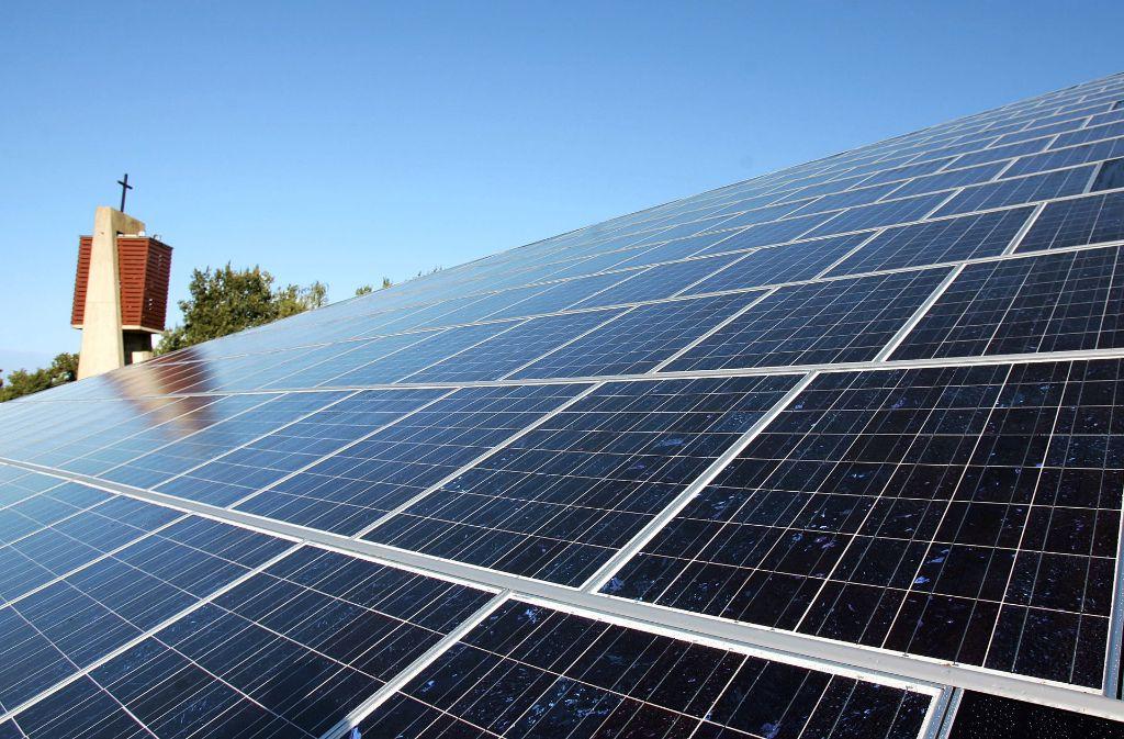 Die Kirchen wollen aktiv zum Klimaschutz beitragen – etwa durch Solardächer. Foto: dpa