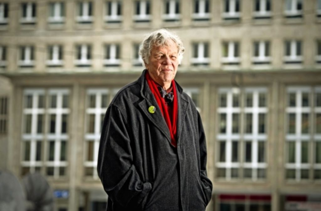 Sein Markenzeichen war die Fliege: Der SPD-Politiker Peter Conradi  ist am Freitag im Alter von 83 Jahren verstorben. Foto: dpa, Kraufmann (2), Martin Stollberg
