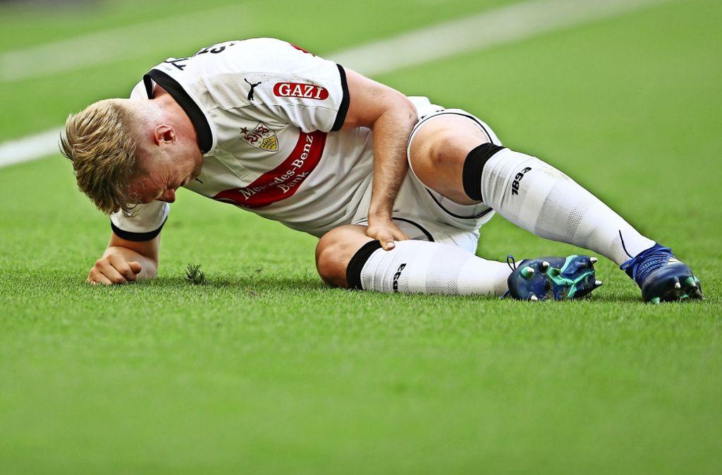 Schmerzhaft: Andreas Beck hat sich am Knie verletzt. Eine genaue Diagnose steht aber noch aus. Foto: Getty