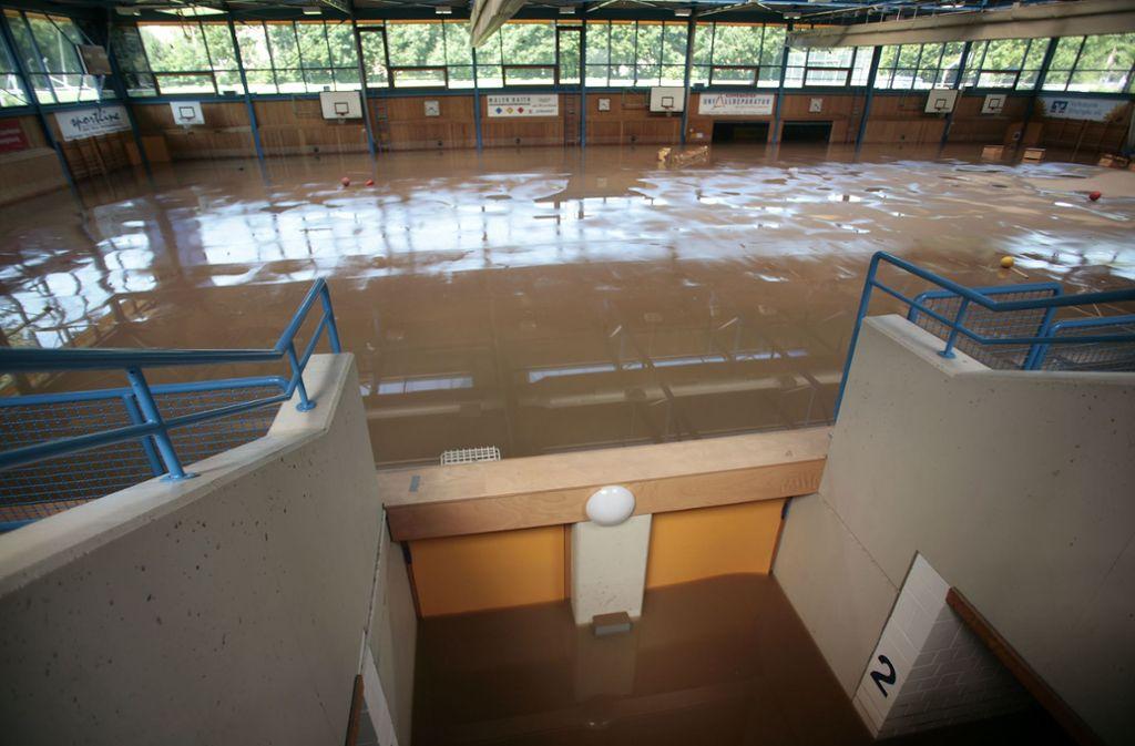Die Ditzinger Sporthalle in der Glemsaue im Sommer 2010. Foto: /factum / simon granville